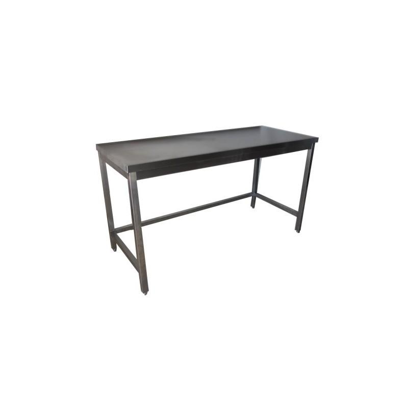 Installez une table inox dans votre cuisine