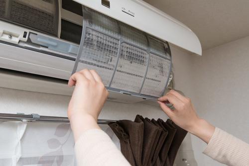7 raisons pour lesquelles votre climatiseur sent mauvais
